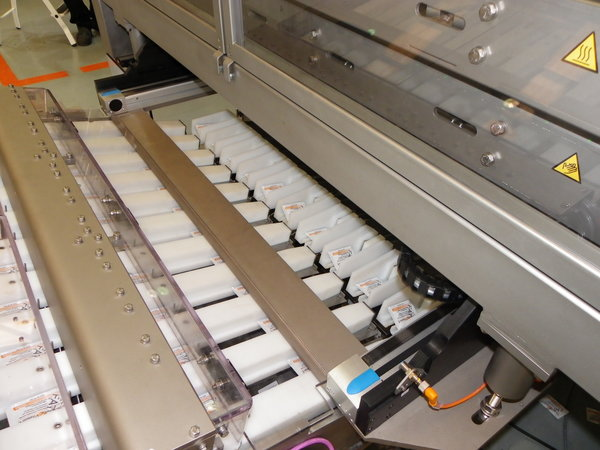 View of the packaging machine during production
