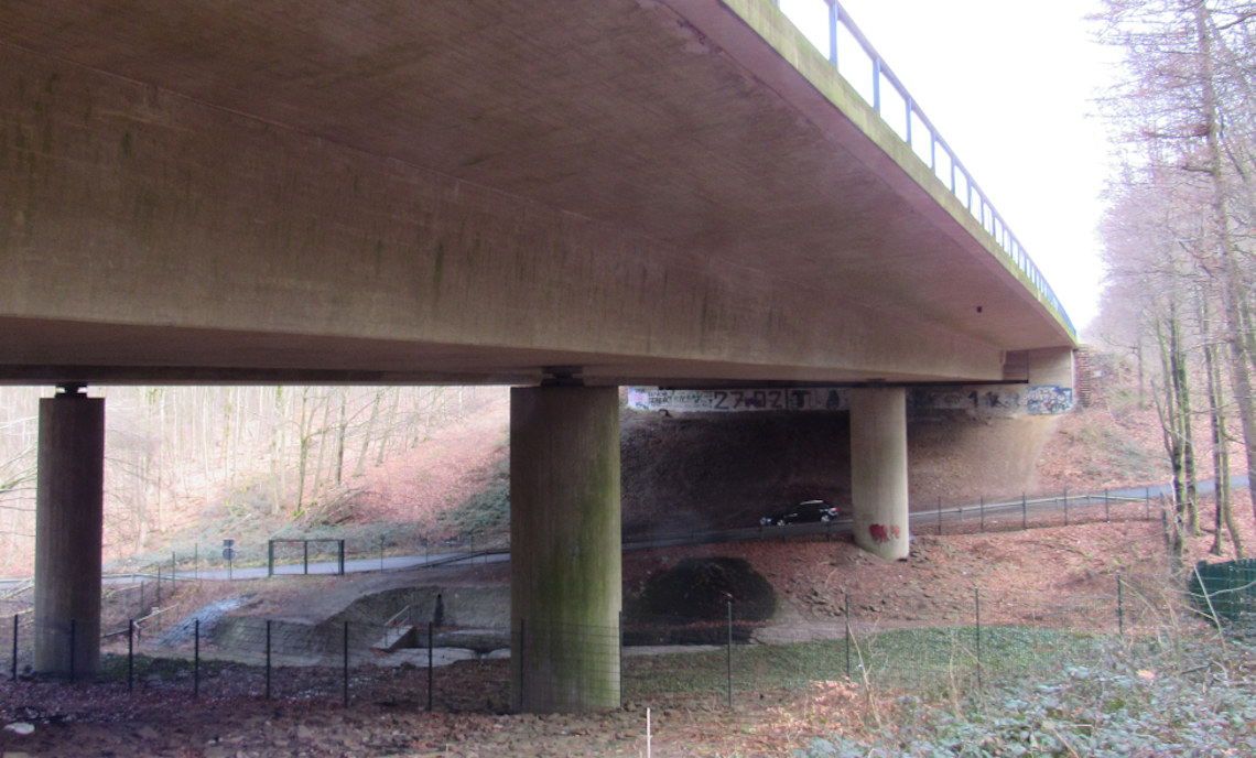 The OSiMaB project is installed at a bridge on the A45 interstate in Germany.